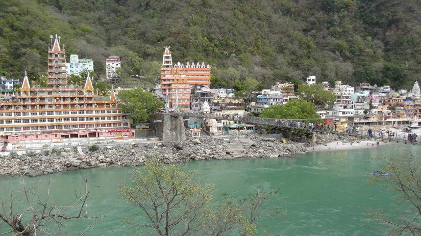 Vista do rio ganges em rishikesh